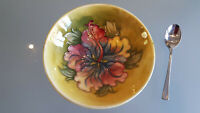MOORCROFT ORCHID FLORAL BOWL. SIGNED TO BASE. 5cm HIGH X 14cm ACROSS THE TOP. A1