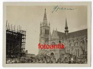 Foto 2 W Belgien Stadt Ypern Marktplatz Kirche nach Kampf Zerstörungen Fahrzeug