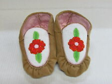 NATIVE AMERICAN BEADED MOCCASINS 9 1/2 INCHES PRETTY FLOWER DESIGN, UNISEX, HIDE