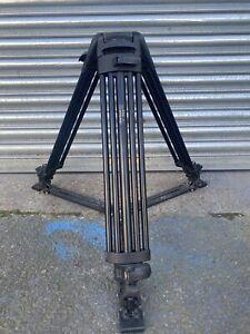Vinten Pro-Touch PT525 2 stage tripod legs with ground spreader
