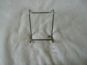 Support D'Assiette en métal - Hauteur Env. 9 cm