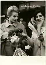 Silvana Mangano buys some flowers in Paris, Original-Photo from 1960