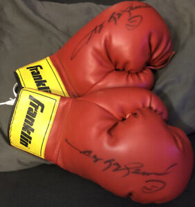 """""""SUGAR"""" RAY LEONARD Signed Pair Of FRANKLIN Boxing Gloves in Mint Condition"""