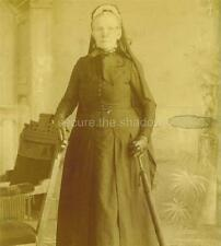 CABINET CARD PHOTO: Elderly WOMAN in BONNET & VEIL BOW w UMBRELLA First MOURNING