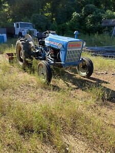 FORD 2000 With PTO. RUNS GREAT! VINTAGE RIG WITH A GREAT RUNNING DIESEL ENGINE.