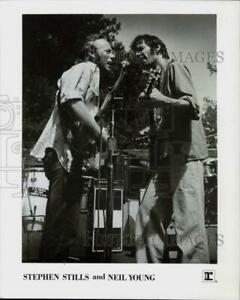 1976 Press Photo Stephen Stills and Neil Young - ttp11270