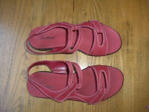 Trotters Women's Shoes - Katarina Sandals, Red Croco, Size 10W - NEW with box