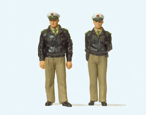 Preiser 63100 Police Standing Green Uniform, Gauge 1, 1:3 2
