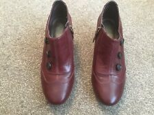 CLARKS LADIES BURGUNDY LEATHER SHOE BOOTS SIZE 5.5