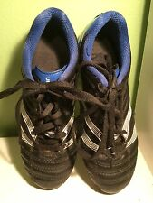 Umbro Soccer Cleats Size 1 Youth Black, White And Blue.