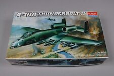 ZF663 Academy Hobby model kits 1/72 maquette avion 1652 A-10A Thunderbolt II