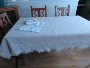 Classy Two-Tone Tablecloth with Napkins