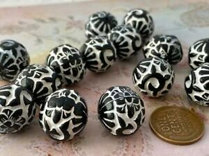 Large 16mm Patterned Carved Look Black & White Plastic Beads 8