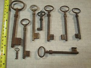 COLLECTION LOT OF 20 IRON KEY 18th Century VINTAGE ORIGINAL CASTLE CHURCH CHEST