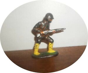 INVC535~ SELDOM SEEN ~ JAPANESE SOLDIER CHARGING LONG RIFLE ~ BARCLAY
