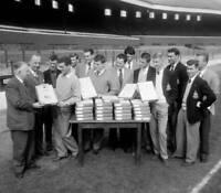 Blackburn Rovers Captain Ronnie Clayton OLD FOOTBALL PHOTO