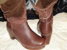 UGG AUSTRALIA AMORET 1003856 Women Boot Brown Lather Wedge Size 8 NICE