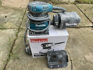 MAKITA PALM-SANDER 240v BOXED WITH  BAG AND ACCESSORIES