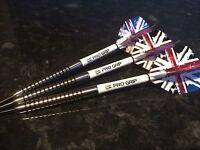R4 23g Tungsten Darts Set, TARGET Graffiti Union Jack Flights, Pro Grip Stems