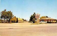 Hereford Texas Colonial Motel Street View Vintage Postcard K36502