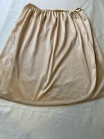 "VTG Bali  Beige Half Slip Short Soft Silky Nylon Vintage Size M 19"". Made In Usa"