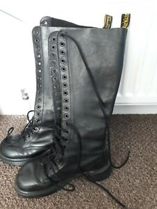 Vintage 20 hole made in England Airwair Dr Martens size 6 woman's