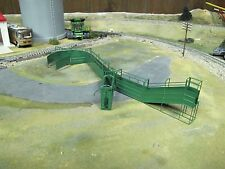 1/64 Custom Scratch-Cast Cattle Corral Tub w/ Alley - Green
