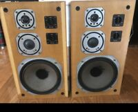 Yamaha NS-670 Speakers
