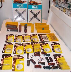 N SCALE TRAIN LOT OF NIB  ITEMS SOME METAL PLASTIC CARS AND PEOPLE STOCK CARS