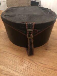 VINTAGE 50s ANTIQUE SHABBY OLD FAUX LEATHER HAT BOX  PLUS 2 HATS