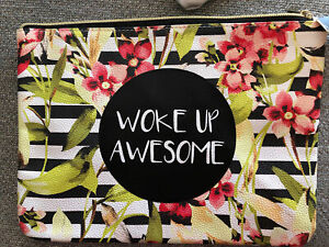 """WOKE UP AWESOME Large Mixit Makeup Bag NWT JCP $20 11x8"""" Flowers Zipper"""
