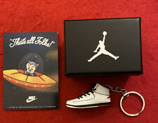 1993 Nike Warner Space Jam Sticker Porky Pig & Sneaker Keychain W/ Collector Box