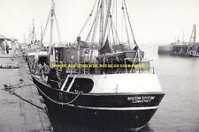 rp8007 - Lowestoft Trawler - Boston Spitfire - photo 6x4