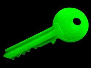 GLOW KEY, Never Lose Your Keys! Glow In The Dark Key Finder Keychain Keyring EDC