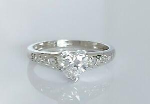 Beautiful 9K 9ct White Gold & Simulated Diamond Solitaire Heart Ring UK M/N