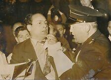 Faits Divers 1956 - Policier Arrestation Énergumène Hôtel Carlton Cannes- PR 404