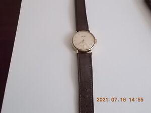 Gentlemans Vertex 9ct gold wristwatch with leather strap