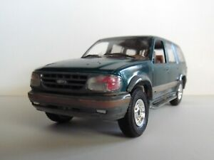 1996 Ford Explore 4X4 1/28 AMT IN ( Blue )