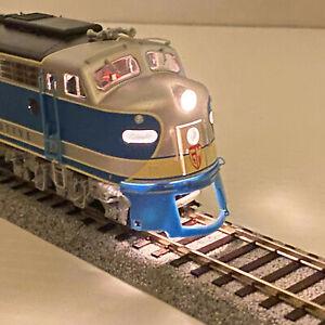 Life-Like HO Scale Electro Motive Proto 2000 E8/9 Demonstrator Scheme Locomotive