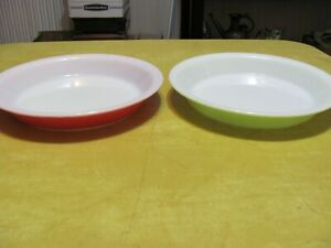 2) Vintage PYREX Pie Plate Dishes, Flamingo Pink & Lime Green. #209, 8 1/2 Size.