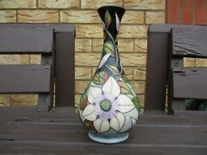 Moorcroft Pottery White Clematis vase 2001