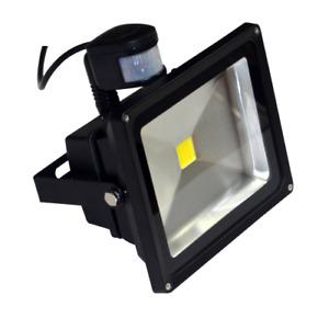 30 Watt LED Außenstrahler, Flutlicht, Gartenleuchte mit Bewegungssensor PIR