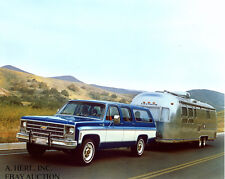 Chevrolet Suburban 1976 & Airstream camper – introduction Model Year 1976 –photo