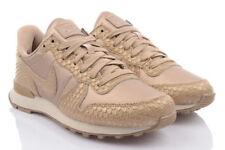 Scarpe da donna Nike in oro con stringhe