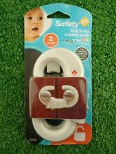 "Safety 1st Grip 'N GO Serratura Armadio 2 Pack (si adatta a manopole fino a 4.75"") (SIGILLATO)"