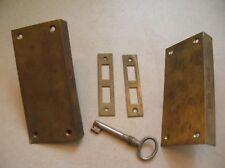 Lot de 2 anciennes serrures en laiton avec une clé de 11 cm x 6 cm lot n°3