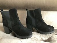 Womens Divided Black heel Shoes 👠 Size 7  - NEW-