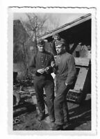 Foto, Soldaten in Uniform, Mütze, Gebäude