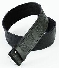 Vêtements traditionnels noirs en cuir