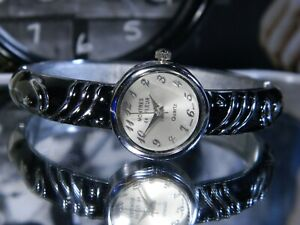 Women's Montres de Fleur Black Lacquer Bangle Watch. New Battery 2 Year Warranty